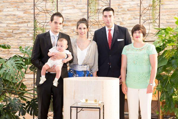Reportaje de bautizo en Iglesia de Montecanal en Zaragoza
