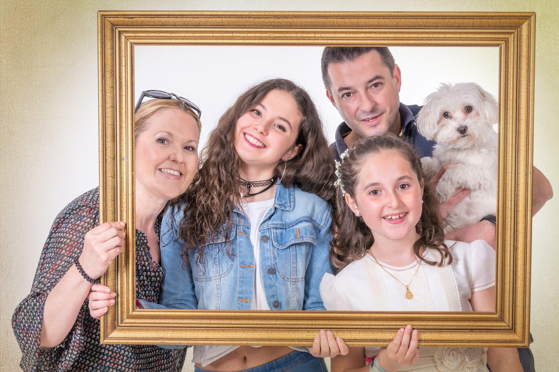 Reportajes de comunión en estudio y exterior en Zaragoza, especialistas en fotografía infantil. 2