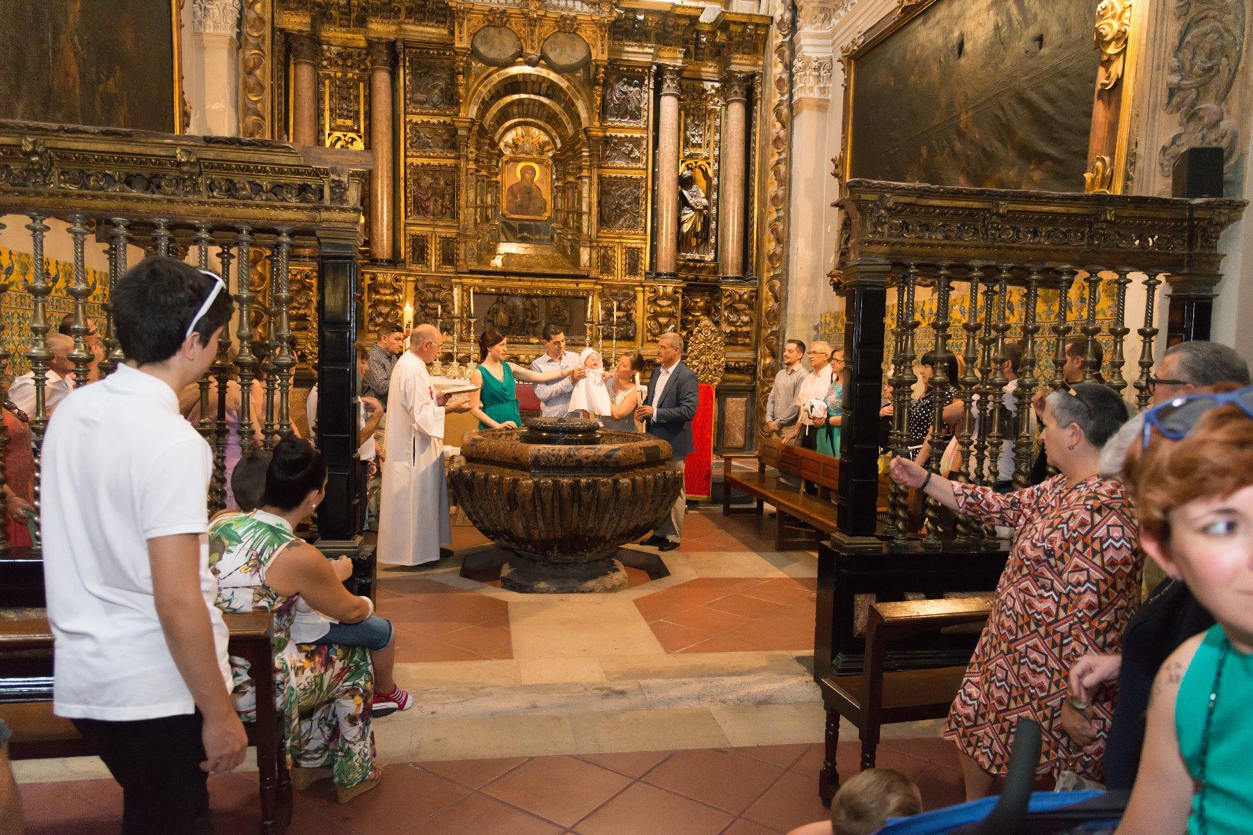 Temporada de bautizos. Reportajes fotográficos de familias en Zaragoza